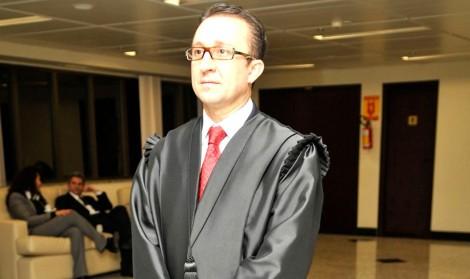 """Decisão criminosa de magistrado petista desnuda o judiciário e expõe """"canalhas de toga"""""""