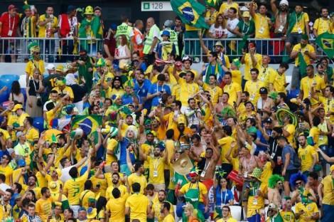 """Jornalista assiste episódio na Copa e decifra atual geração de brasileiros: """"perfeitos idiotas"""""""