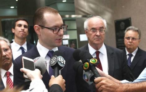 Advogados criam tese (furada) para exigir Haddad nos debates