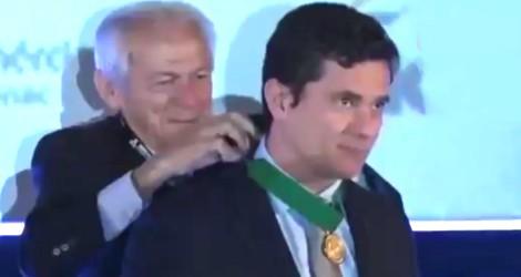 Em Simpósio Nacional de Combate à Corrupção, Moro é condecorado (Veja o Vídeo)