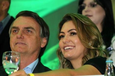 Michelle Bolsonaro planeja traduzir a Bíblia Sagrada para Libras e se engajar em projetos sociais