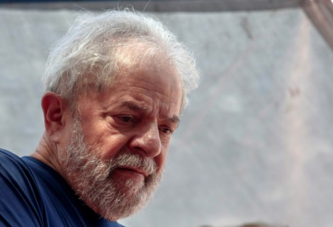 """Mônica Bergamo diz que Lula está sendo """"pressionado"""" a concordar com prisão domiciliar. Quem é Lula?"""