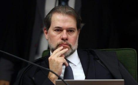 """Imprensa petista diz que Lewandowski """"ordenou"""" Toffoli a liberar entrevista de Lula"""