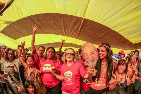 Virada de ano com Lula é um retumbante fiasco, reúne apenas 300 e só Gleisi aparece