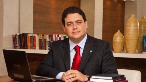 Advogados protestam contra presidente da OAB e pedem a extinção da entidade (Veja o Vídeo)