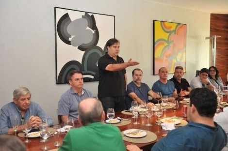 """Bolsonaro vai com várias """"testemunhas"""" a almoço com Maia, Toffoli e Alcolumbre"""