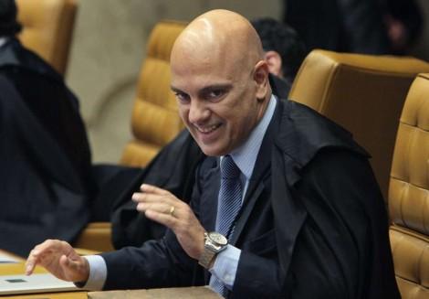 Alexandre de Moraes perde o juízo e determina busca e apreensão na casa de General