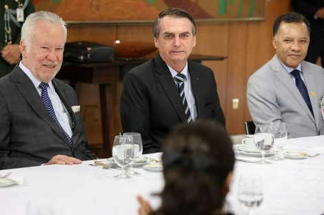 Alexandre Garcia vê que experiência de 3 meses deu a Bolsonaro o protagonismo do cenário (Veja o Vídeo)