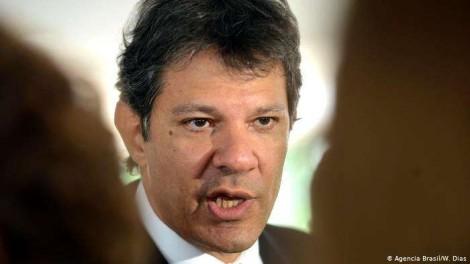 Haddad, canastrão, no limite da torpeza, agora ataca a família de Bolsonaro