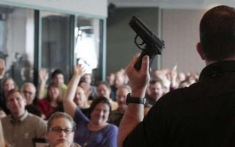 Estado americano da Flórida aprova permissão para que professor porte arma em sala de aula