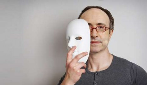 A imensa hipocrisia de Reinaldo Azevedo e como se tira uma máscara com absoluta facilidade