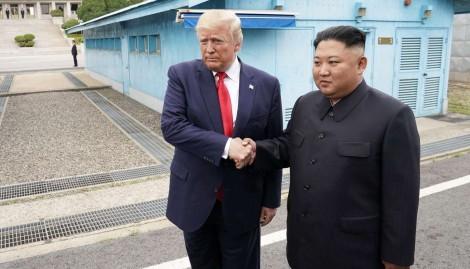 Momento histórico: Trump torna-se o 1º presidente americano a entrar na Coréia do Norte