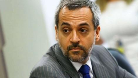 """MEC suspende contratos irregulares de """"consultores"""" vigentes desde 2008, que totalizam R$ 178 milhões"""