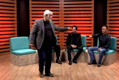 Professor e doutor petista, passa vergonha e foge de debate contra jovem do PSL (Veja o Vídeo)