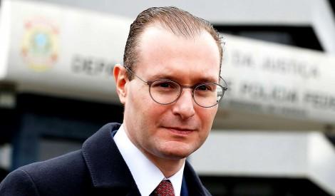 Juridicamente, procurador humilha Cristiano Zanin