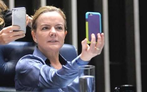 Gleisi compra até celular com dinheiro público