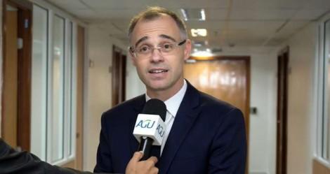 """O """"terrivelmente evangélico"""" Advogado-Geral da União está ludibriando Bolsonaro"""