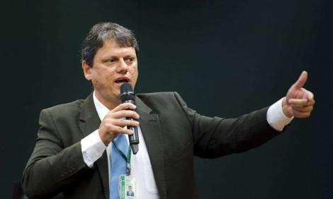 """""""Pessimistas me desculpem, mas o Brasil vai dar certo"""", diz ministro Tarcísio. Sensacional! (Veja o Vídeo)"""
