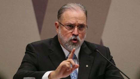 """Augusto Aras se manifesta: """"Não há nada do presidente, a não ser a qualidade de ser vítima de um factóide"""""""