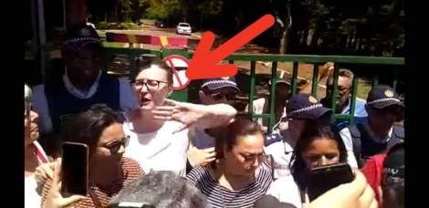 Rosário é barrada pela PM na embaixada da Venezuela, tomada por diplomatas ligados a Guaidó (veja o vídeo)