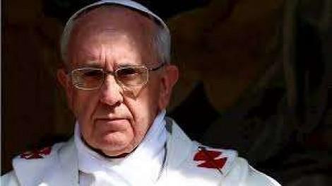 """Após episódio do """"tapa na mão"""", volta a circular vídeo de Papa afastando a mão dos beijos de fiéis (veja o vídeo)"""