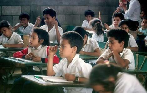 EXCLUSIVO - Doutrinação nas escolas: Pai mostra prova de história que é pura doutrinação Marxista (veja o vídeo)
