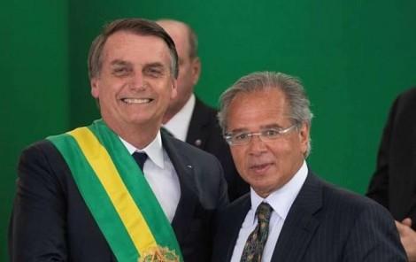 """Em discurso frente a empresários, Bolsonaro reforça """"apoio incondicional"""" ao ministro Paulo Guedes"""