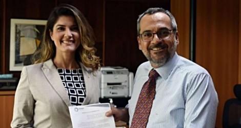 Pesadelo da UNE: Deputada apresenta PL para estabelecer carteirinha estudantil digital 100% gratuita