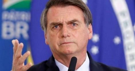 Bolsonaro dá lição na extrema imprensa e jornalista da Folha bate-boca com popular, após vaias (veja o vídeo)