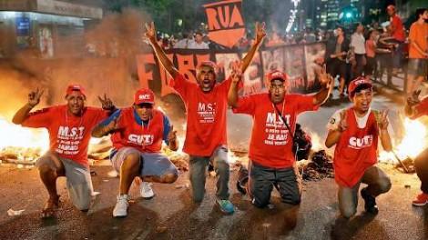 """A imprensa que trata o povo pacífico como """"apoiadores de milícias"""" e terroristas, invasores e black blocks como """"movimentos sociais"""""""