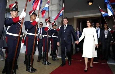 Bolsonaro e Michelle participam de posse no Uruguai e Osmar Terra se manifesta sobre canalhice da IstoÉ (veja o vídeo)