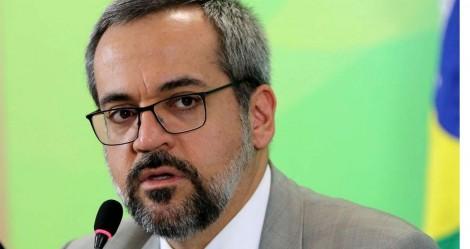 120 parlamentares assinam documento em apoio a Weintraub e grande mídia silencia