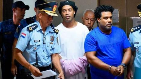 O triste fim de Ronaldinho Gaúcho, vítima do irmão estelionatário