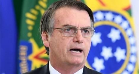Jornalista tenta importunar Bolsonaro e toma implacável invertida (veja o vídeo)