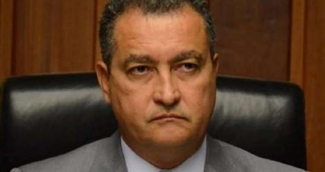 Sem alarde, Governador petista segue Bolsonaro e pede a abertura de comércio nos municípios