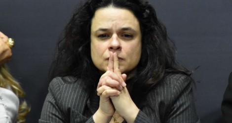Janaina põe o mandato em risco por ameaças a Bolsonaro