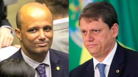 Deputado que apresentou Tarcísio a Bolsonaro fala de seu orgulho, ministro agradece e exalta a coragem do presidente