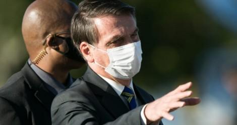 Bolsonaro afirma que irá zerar os impostos de medicamentos testados contra o coronavírus