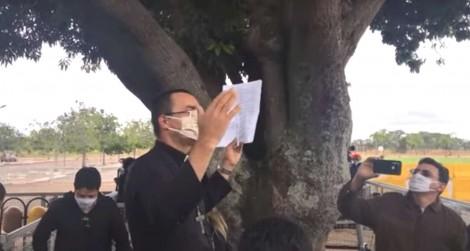 AO VIVO: Padre Pedro emociona a todos no Palácio da Alvorada ao rezar para purificar a imprensa (veja o vídeo)