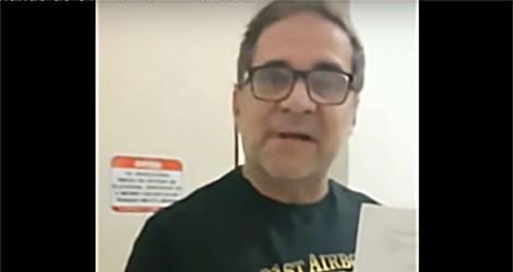 Humorista alvo do STF, grava o momento da PF em sua casa enquanto sua mulher chora (veja o vídeo)