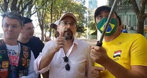Perseguição: Weintraub é multado em R$ 2 mil por não usar máscara e tem seus dados vazados