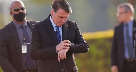 Tensão: Momento político crítico faz Bolsonaro deixar de parar na saída do Alvorada para saudar populares (veja o vídeo)