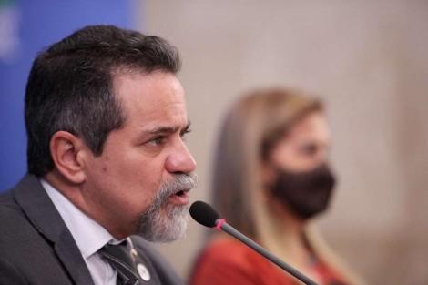 Secretário Nacional de Saúde diz que há evidências de que a cloroquina contribuiu para a queda da curva epidêmica