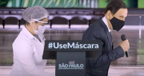 """Tom Cavalcante satiriza """"prudência e sofisticação"""" de Doria tomando vacina (veja o vídeo)"""