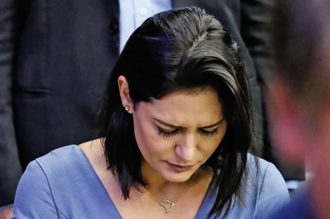 Senhora Michelle Bolsonaro, nem a Globo, nem a Revista Crusoé, nem ninguém, vai tirar a sua paz, nem denegrir sua honra