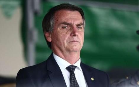 De maneira breve, mas desmoralizante, Bolsonaro responde a Rede Globo