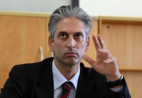 Ex-ministro de Dilma é flagrado furtando cones