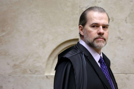 Em seus últimos dias a frente do CNJ, Toffoli ignora a crise e converte em dinheiro, em dobro, um terço das férias de juízes
