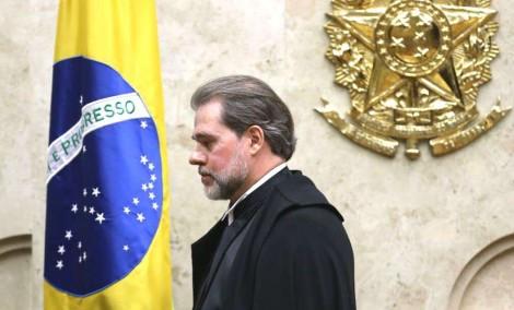 """As """"relações perigosas"""" e as perguntas que Dias Toffoli se nega a responder"""