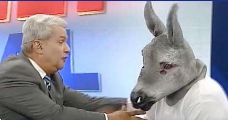 """Sikêra Jr. ironiza queda de audiência da Globo: """"Até meu jumento ganha"""" (veja o vídeo)"""